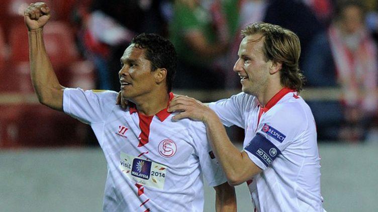 Carlos Bacca et Ivan Rakitic (FC Séville) (JOSE JORDAN / AFP)