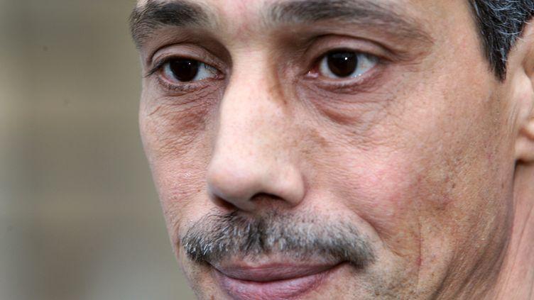 Omar Raddad au ministère de la Justice, le 1er décembre 2008, pour réclamer une révision de sa condamnation. (MEHDI FEDOUACH / AFP)