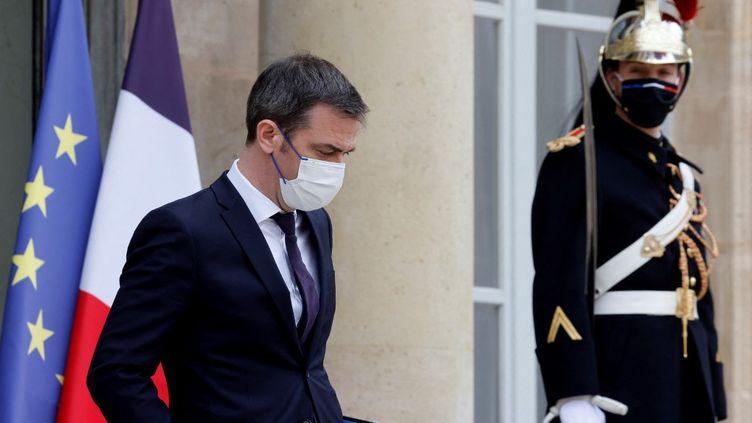 Le ministre de la Santé, Olivier Véran, le 17 mars 2021 à l'Elysée. (LUDOVIC MARIN / AFP)