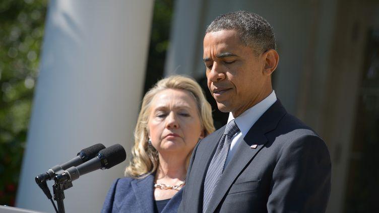 Le président Barack Obama a fermement condamné mercredi 12 september 2012 l'attaque à Benghazi (Libye) qui a coûté la vie en Libye à quatre Américains, dont l'ambassadeur des Etats-Unis lors d'une intervention dans la Roseraie de la Maison Blanche, la secrétaire d'Etat Hillary Clinton à ses côtés. (MANDEL NGAN / AFP)