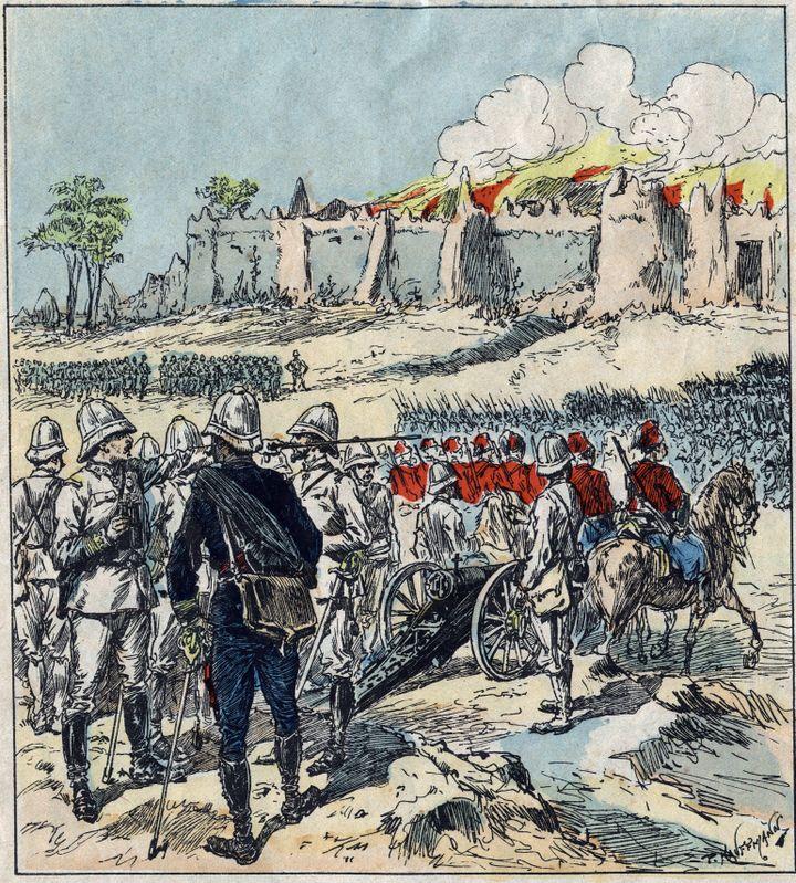 Le général Alfred Dodds formant ses colonnes d'attaque devant Abomey (actuel Bénin), d'après une image d'Epinal datée de 1892. (LEEMAGE / AFP)