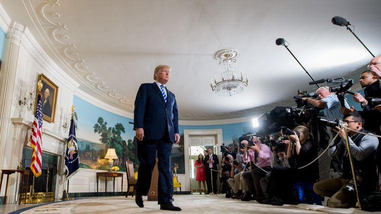 Le président américain Donald Trump, le 8 mai 2018, aprèsle retrait des États-Unis de l'accord international de 2015 sur le nucléaire iranien. (SAUL LOEB / AFP)