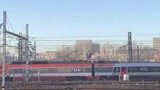 Après plus de quarante ans sur les rails, Patrick, le premier train à grande vitesse, a fait ses adieux jeudi 6 février, avec une dernière tournée. (France 3)