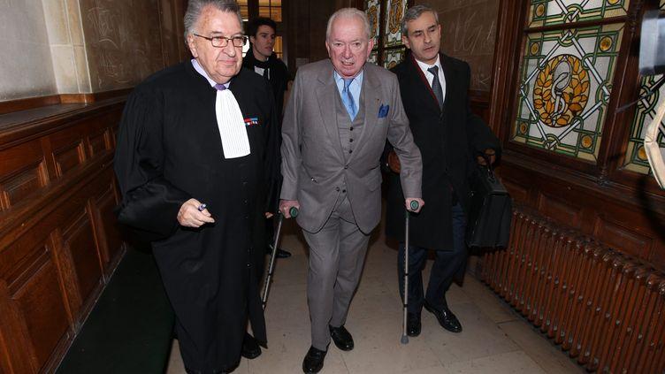 """Jean-Paul Guerlain arrive au tribunal correctionnel de Paris où il est jugé pour """"insulte raciale"""", le 9 février 2012. (OLIVIER LEJEUNE / LE PARISIEN / MAXPPP)"""