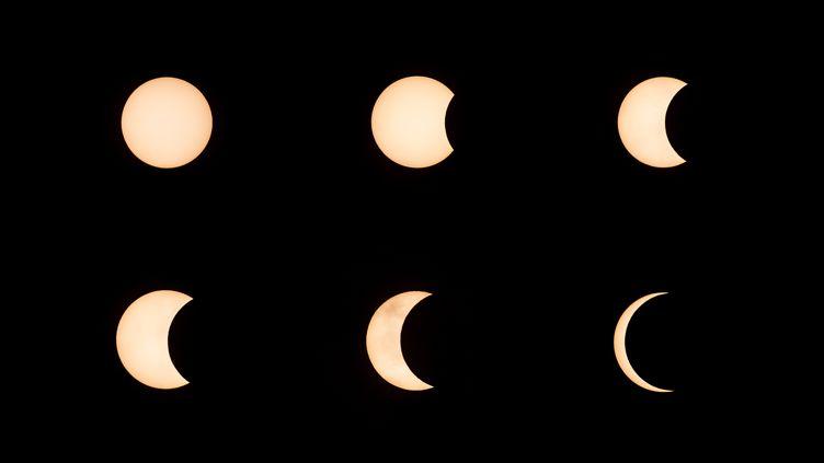 Ce photomontage montre l'évolution de l'éclipse annulaire vue depuis Hong Kong, le 21 juin 2020. (ISAAC LAWRENCE / AFP)