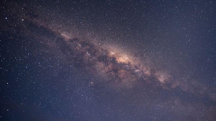 Observation de la Voie Lactée, le 16 avril 2013, au-dessus de la Nouvelle-Zélande. (SARAWUT / MOMENT RF / GETTY IMAGES)
