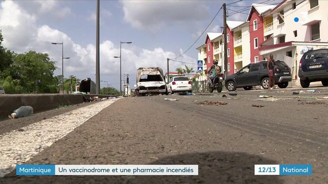 Fort-de-France : un manifestation anti-couvre feu dégénère, un vaccinodrome et une pharmacie incendiés