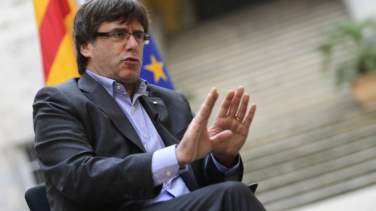 Le président séparatiste catalan Carles Puidgemont lors d'une interview, à Gérone (Espagne), le 30 septembre 2017. (PIERRE-PHILIPPE MARCOU / AFP)