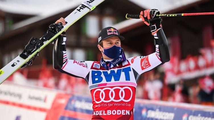 Alexis Pinturault après son doublé réalisé vendredi et samedi à Adelboden (FABRICE COFFRINI / AFP)