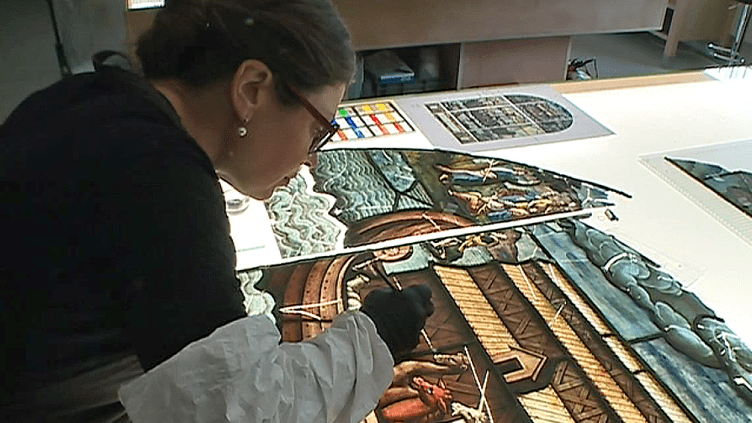 La créatrice de vitraux Flavie Vincent-Petit dans la promotion de la Légion d'Honneur du Nouvel An  (France 3 / Culturebox )