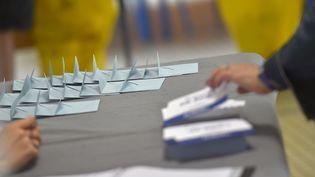 Un bureau de vote au second tour des élections législatives, à Nantes (Loire-Atlantique), le 18 juin 2017. (LOIC VENANCE / AFP)