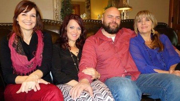 Joe Darger en compagnie de ses 3 femmes à Salt Lake City le 30 janvier 2014. (AFP/William Edwards)
