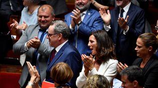 Richard Ferrand entouré de députés LREM à l'Assemblée nationale, le 31 juillet 2018. (GERARD JULIEN / AFP)