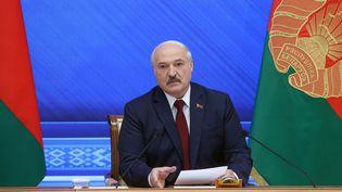 Le président biélorusse, Alexandre Loukachenko, lors d'une conférence de presse au palais de l'Indépendance, à Minsk (Biélorussie), le 9 août 2021. (BELTA / AFP)