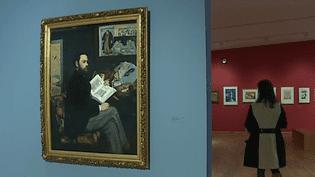 """Les oeuvres d'une cinquantaine d'artistes sont exposées. Ici un """"Portrait d'Emile Zola"""" par Edouard Manet propriété du Musée d'Orsay.  (France 3 / Culturebox)"""