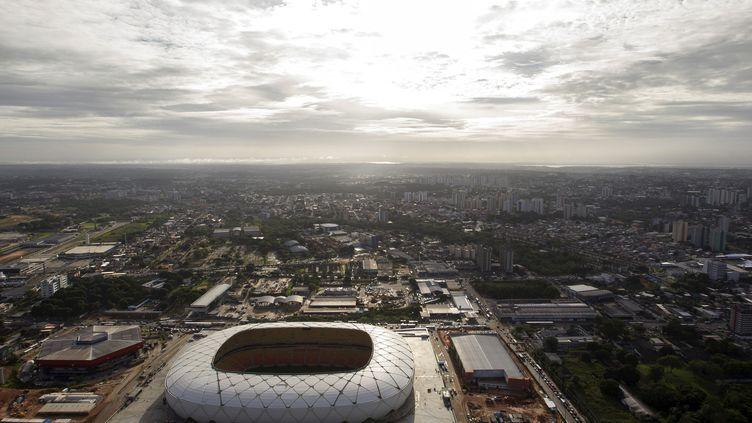 Vue aérienne du stade de foot de l'Arena Amazonia de Manaus (Brésil), le 7 mars 2014, deux jours avant son inauguration. (BRUNO KELLY / REUTERS)