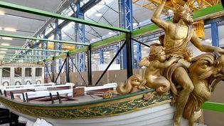 Le canot de Napoléon 1er dévoilé au public à Brest, avant sa restauration. (VINCENT MOUCHEL / MAXPPP)