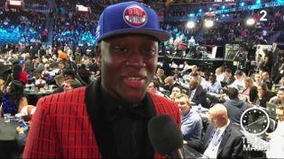 L'ailier français Sekou Doumbouya a été sélectionné jeudi à New York au 15e rang par les Detroit Pistons lors de la Draft 2019. (FRANCE 2)