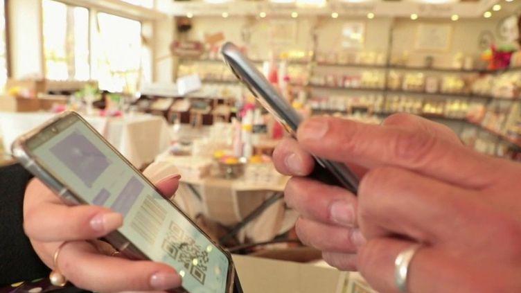 Une plateforme spécialement dédiée aux commerçants de la Drôme permet de mettre en relation des clients avec des producteurs locaux. Elle rencontre un grand succès. (France 2)