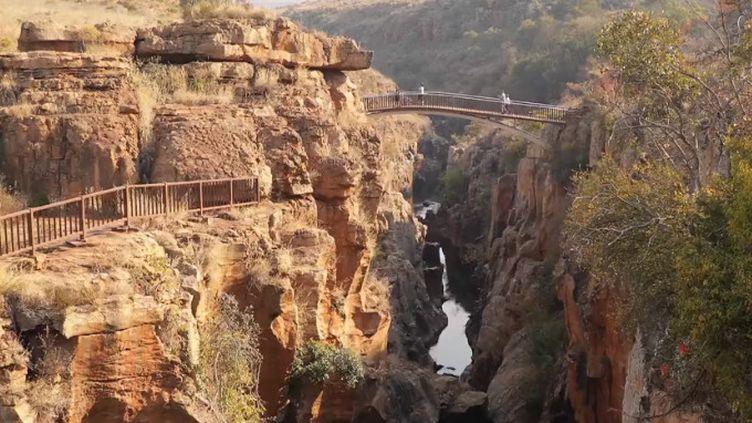 Le canyon de Blyde River, en Afrique du Sud, est l'un des plus grands du monde. Un joyau sculpté par le vent et le temps. (FRANCE 2)