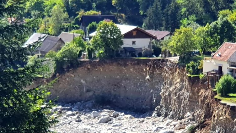 Un trou béant en lieu et place d'une maison de Saint-Martin-Vésubie après les intemépries meurtières dans les Alpes -Maritimes (France Télévisions / France 3 Côte d'Azur)