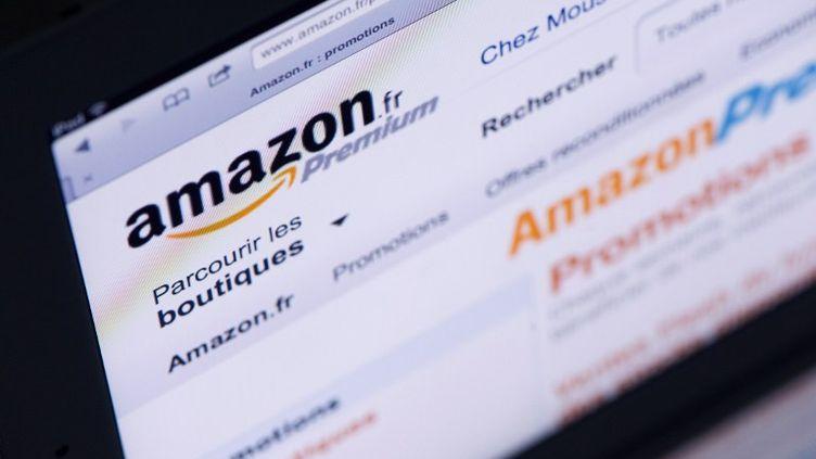 Sur Amazon, les acheteurs de livres peuvent bénéficier de la remise de 5% et de la gratuité des frais de port. (LIONEL BONAVENTURE / AFP)