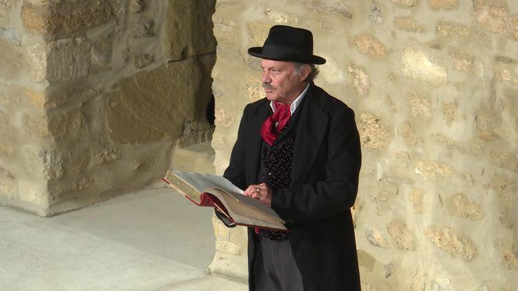 """Philippe Caubère adapte au théâtre les """"Lettres de mon moulin"""" d'Aphonse Daudet. (CAPTURE D'ÉCRAN FRANCE 3)"""