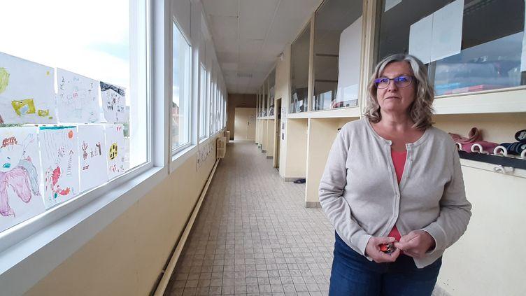 Diana Devinoy directrice de l'école de Pitres (Eure) le 4 mai 2020 (VALENTIN DUNATE / FRANCEINFO / RADIO FRANCE)