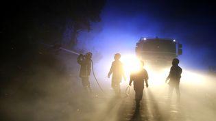 Les pompiers près du village de Palasca, en Haute-Corse, le 22 octobre 2017. (PASCAL POCHARD-CASABIANCA / AFP)