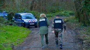 La juge d'instruction et des témoins se rendent sur les lieux de la mort d'Elisa Pilarski, dans la forêt de Retz (Aisne), le 12 février 2020. (MAXPPP)
