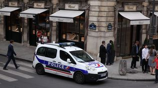 Une voiture de police, à Paris, le 18 août 2016. (MAXPPP)
