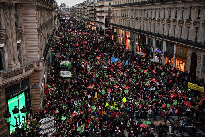 Lesopposants à l'ouverture de la PMA à toutes les femmes manifestent sur l'avenue de l'Opéra à Paris, le 19 janvier 2020. (CHRISTOPHE ARCHAMBAULT / AFP)