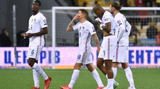 Lucas Digne, Presnel Kimpembé, Adrien Rabiot et Paul Pogba désorientés, l'image d'une équipe de France fragilisée défensivement, le 4 septembre en Ukraine. (GENYA SAVILOV / AFP)
