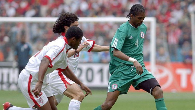 Nwanko Kanu - Un géant du haut de son 1,97 m. Il fait partie de la génération dorée du Nigeria qui avait décroché l'or olympique en 1996, et atteint les 8e de finale des Mondiaux 1994 et 1998. L'ancien de l'Ajax et d'Arsenal a reçu deux Ballons d'or africain (1996 et 1999).