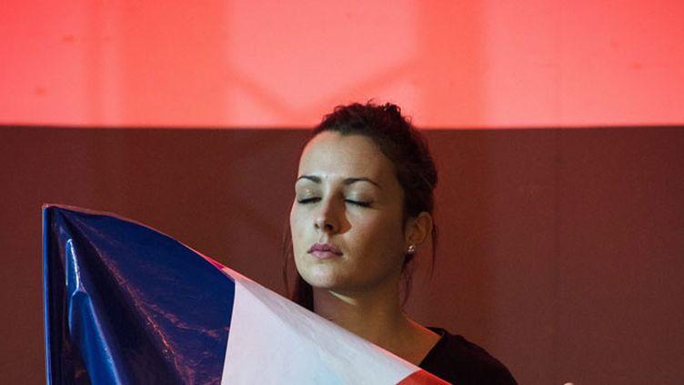 (Une jeune militante du Front national lors d'un meeting à Nïmes le 2 décembre. © Maxppp)