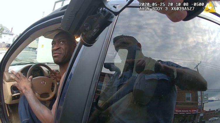 Capture d'écran d'une vidéo de l'interpellation de George Floyd, le 25 mai 2020, à Minneapolis (Minnesota, Etats-Unis). (KSTP)
