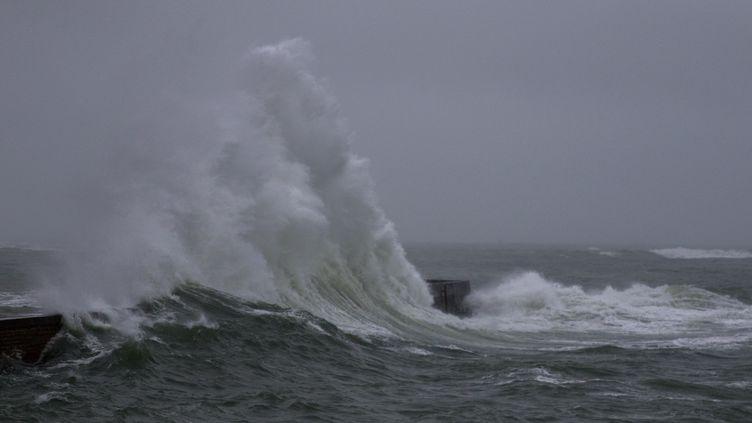 Une tempête touche les côtesde la France (MAUD DUPUY / HANS LUCAS / AFP)