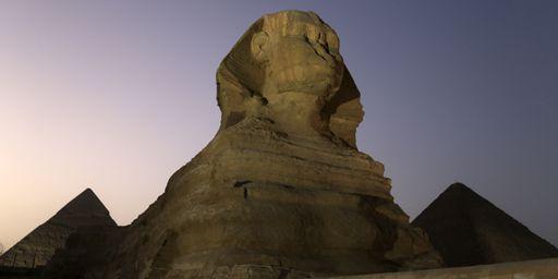 Le sphinx et les pyramides de Gizeh, près du Caire, en Egypte (photo prise le 9 novembre 2014). (REUTERS - Mohamed Abd El Ghany)