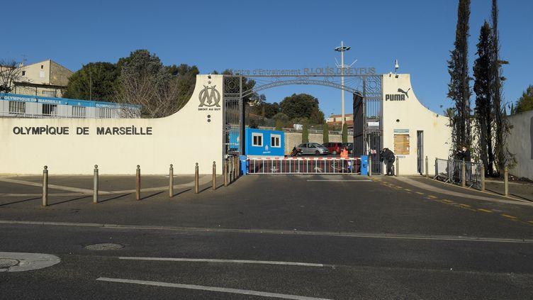 L'entrée du centre d'entraînement de l'Olympique de Marseille, dans les Bouches-du-Rhône, le 31 janvier 2021. (NICOLAS TUCAT / AFP)