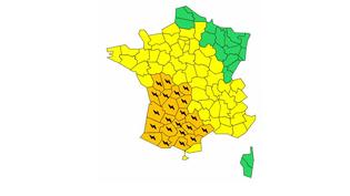 Au total, 22 départements ont été placés en vigilance orange par Météo-France, dimanche 29 avril 2017. (METEO FRANCE)