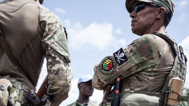 Un membre d'une société de sécurité privée russe, en charge de la protection rapprochée du président centrafricain Touadéra. (FLORENT VERGNES / AFP)