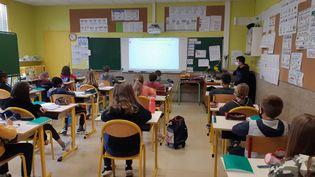 Une salle de classe à Saint-Lô dans la Manche, le 27 avril 2021. (LUCIE THUILLET / FRANCE-BLEU COTENTIN)