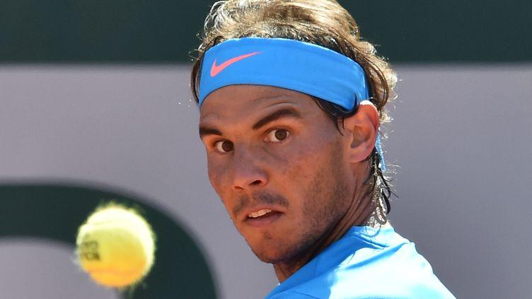 L'Espagnol Rafael Nadal, lors du troisième tour de Roland-Garros, à Paris, le 30 mai 2015. (PASCAL GUYOT / AFP)