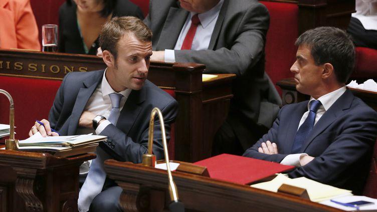 Emmanuel Macron et Manuel Valls sur les bancs de l'Assemblée nationale le 16 septembre 2014 (PATRICK KOVARIK / AFP)