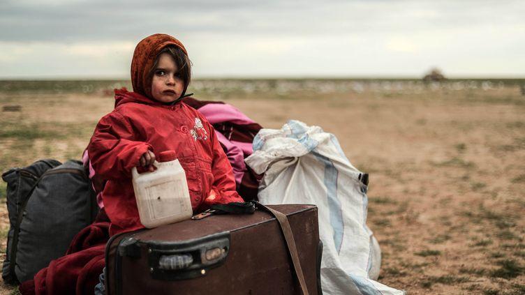 Un enfant évacué de Baghouz en Syrie, le 27 février 2019. (DELIL SOULEIMAN / AFP)