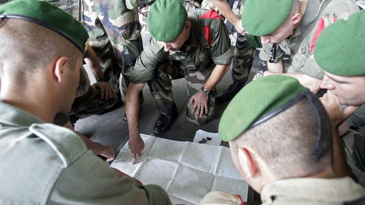 Le but de la réfome de la Défense débutée en 2009 est de mutualiser les moyens de l'armée pour faire des économies (un objectif de 6,6 milliards d'euros). (JODY AMIET / AFP)