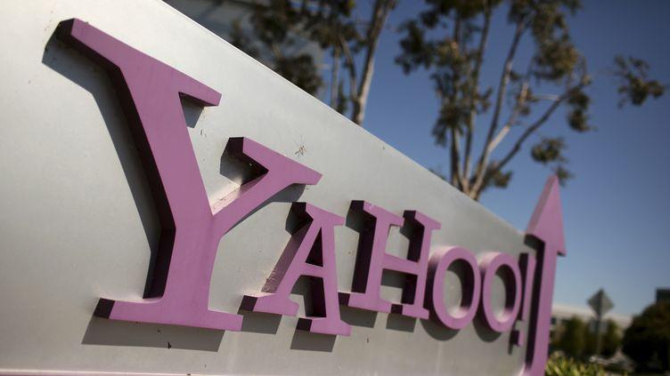 Le logo de Yahoo! au siège du groupe américain, à Sunnyvale (Californie, Etats-Unis), le 16 avril 2013. (ROBERT GALBRAITH / REUTERS)