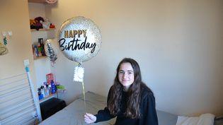 Auriane Allemon a fêté ses 20 ans le week-end du 16 janvier 2021, avec seulement troisamies dans sa chambre universitaire à Villeurbanne (Rhône). (CHARLES-EDOUARD AMA KOFFI / FRANCEINFO)