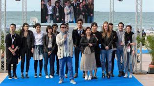 Les créateurs nommés après le défilé sur la plage au Festival international des jeunes créateurs de mode de Dinard 2014  (Jean Louis Coulombel )