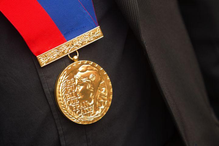 Chaque conseiller prud'homme porte une médaille à l'effigie de Marianne. (SEBASTIEN RABANY / PHOTONONSTOP / AFP)